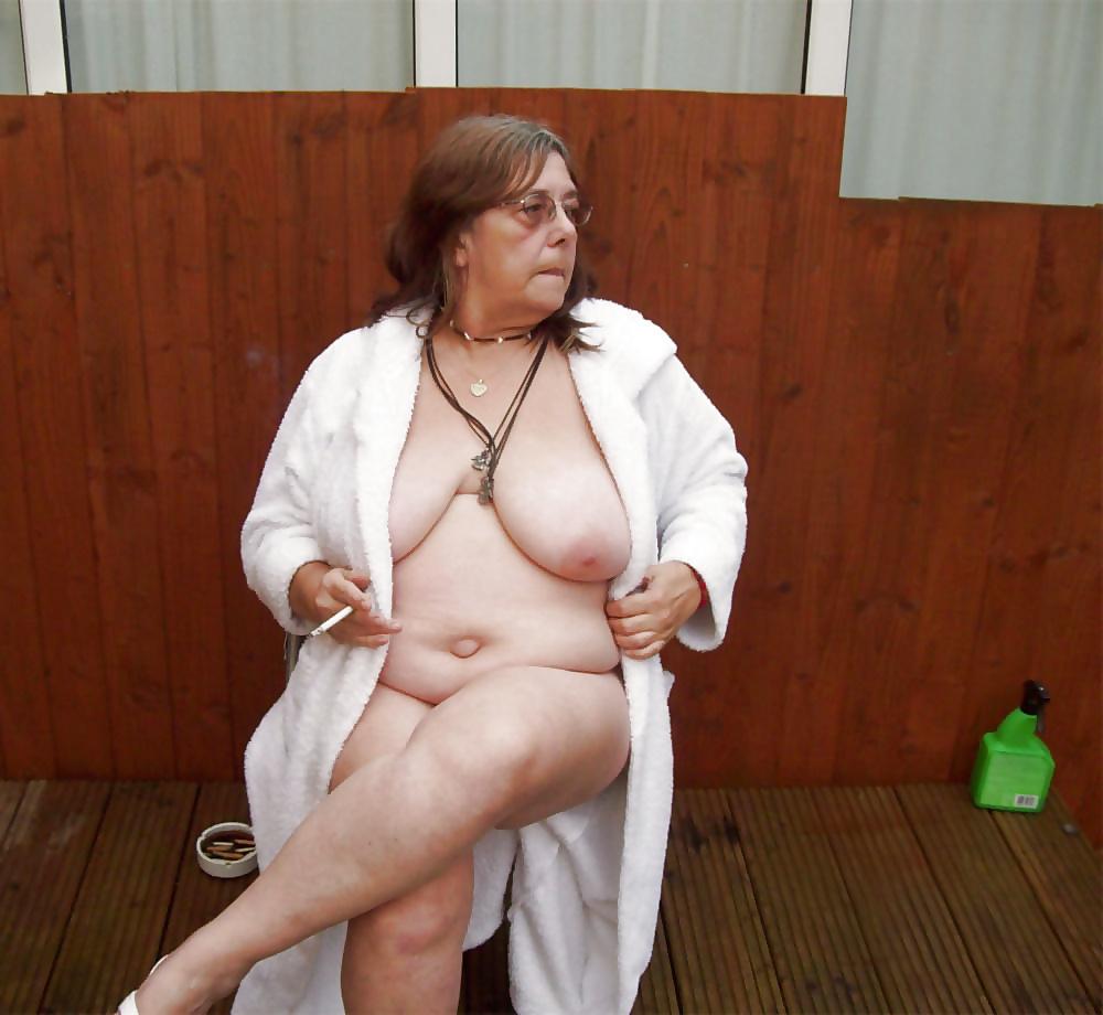 Buhlerische unverhüllte Omas in gratis Bildern