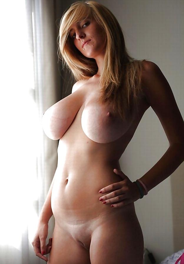 Dicke nackte Titten ist zu Hand.