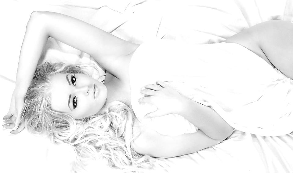 Schamlose blonde Muschis in kostenlos Nacktbildern