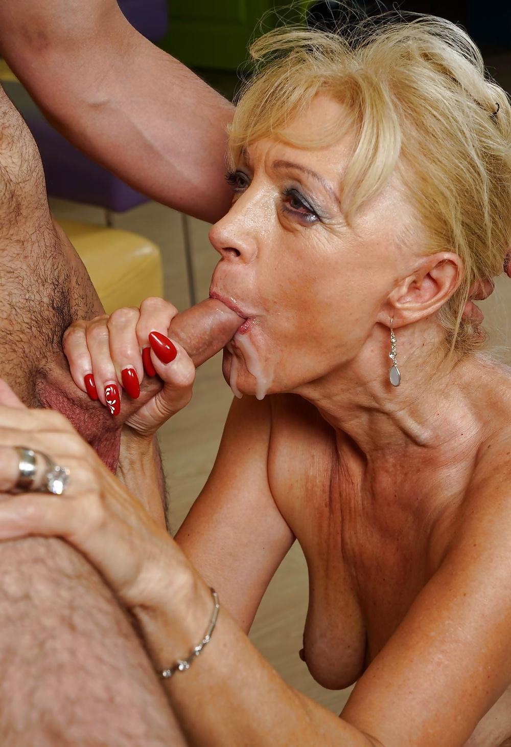 Sexbilder alte frauen 60 Granny